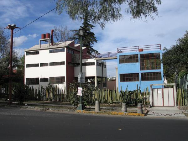 Дом-музей Фриды Кало и Диего Риверы в районе Сан-Анхель, Мехико  Лицензия CC BY-SA 3.0