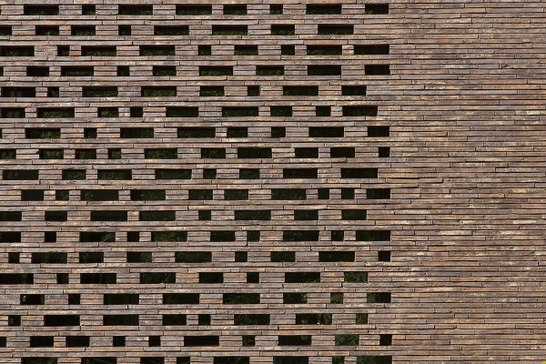 Музей искусств Лиссе. Кирпич длиной 528 мм позволяет создавать очень красивую перфорированную кладку Фотография © Paul Kozlowski / Предоставлено Petersen Tegl