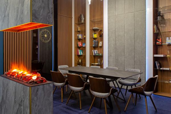 Офисный блок. Переговорная-библиотека. Офисы класса А с сервисом коворкинга MANUFAQTURY Фотография © Борис Бочкарев