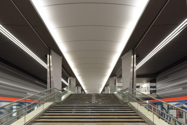 Интерьер станции метро «Авиамоторная», открыт в 2020 Фотография предоставлена SEVALCON
