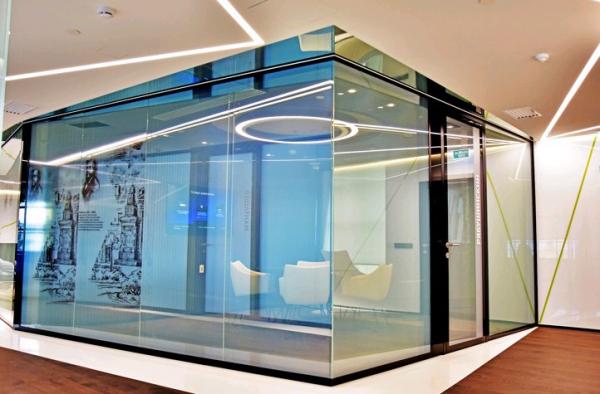 Смарт-перегородки  с пленкой переменной прозрачности  Private Glass в офисе ПАО Сбербанк (Sberbank Private Banking), г. Москва, архитекторы  – MA PROJECT Предоставлено Private Glass