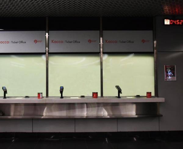 Кассовые узлы станций Московского Метрополитена, многослойный триплекс на базе смарт-стекла Private Glass, сертификат Р6B (взломостойкое).  Предоставлено Private Glass