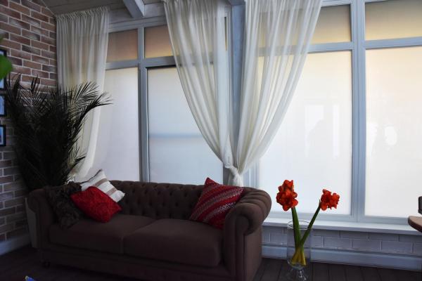 Стеклопакеты с переменной прозрачностью  Private Glass в зимнем саду. Управление конфиденциальностью и дополнительная теплозащита  Предоставлено Private Glass