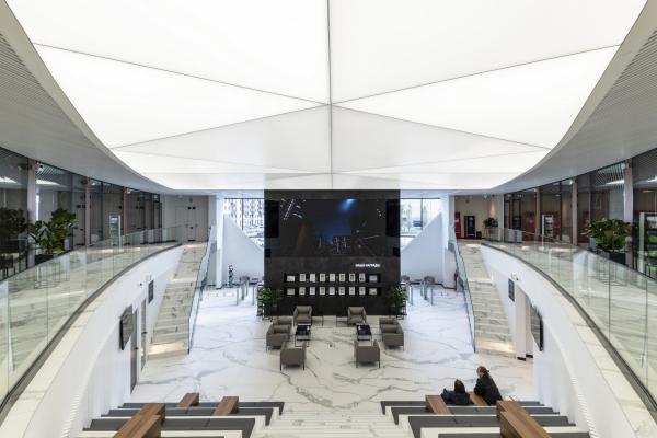 Вид со второго этажа. Офис продаж ЖК «Переделкино ближнее» Фотография © Даниил Аненков