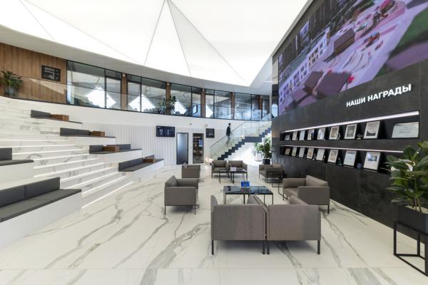 Клиентская зона ожидания. Офис продаж ЖК «Переделкино ближнее» Фотография © Даниил Аненков