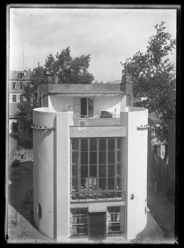 Дом Мельникова. Вид на уличный (южный) фасад. 1930 © Музей архитектуры им. А.В. Щусева