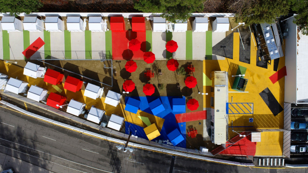Проект деревни с временным жильем для бездомных, расположенной в Лос-Анджелесе (The Chandler Boulevard Village Bridge Home) Фото © Lehrer Architects