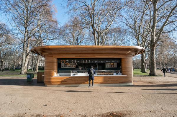 Киоск в одном из Королевских парков Лондона Фото предоставлено Mizzi Studio