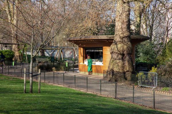 Киоск в одном из Королевских парков Лондона Фото © Mizzi Studio