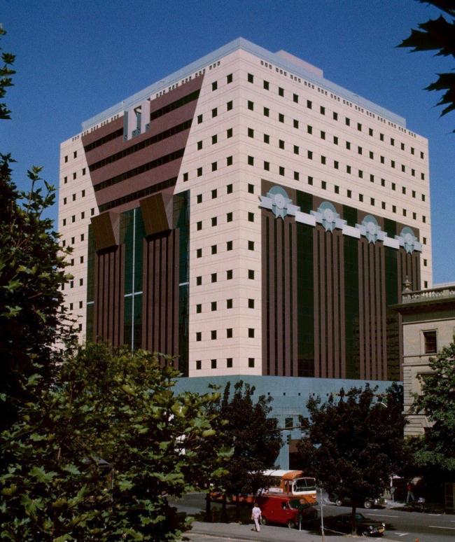 Майкл Грейвс. Административное здание Portland Building в Портленде. 1982. Фото  Wikimedia Commons