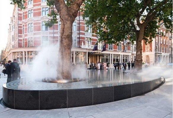 Тадао Андо. Инсталляция перед Connaught Hotel в Лондоне