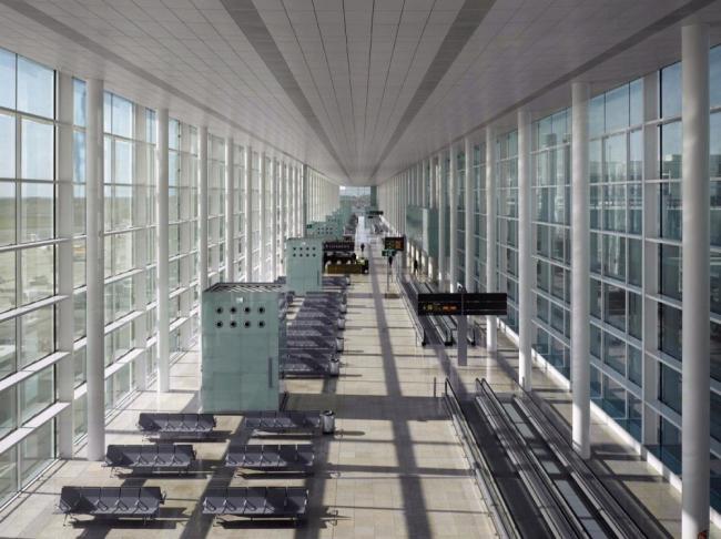 Терминал Т1 аэропорта Барселоны Эль-Прат © Ricardo Bofill Taller de Arquitectura