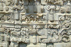 Церковь Знамения в Дубровицах. Жеталь фасада. Фото: krasivoe.ru