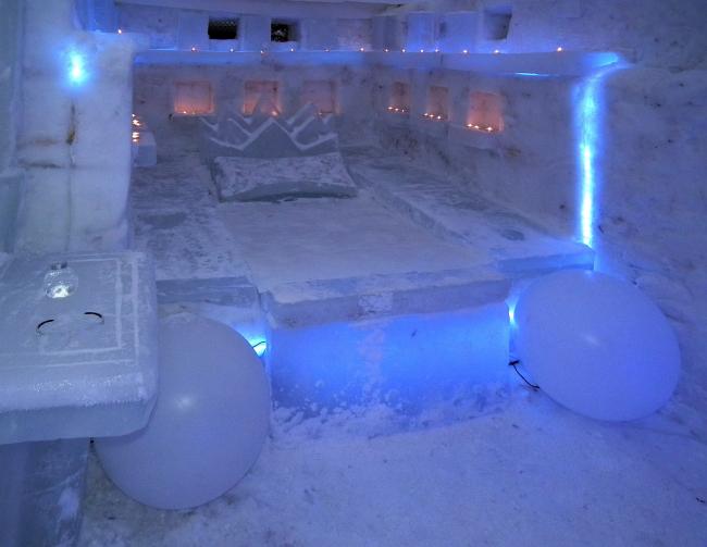 """""""Economov Architecture and Design"""" совместно с «Хван и К». Ice hotel living space. MOROZ city, Москва, 2012."""