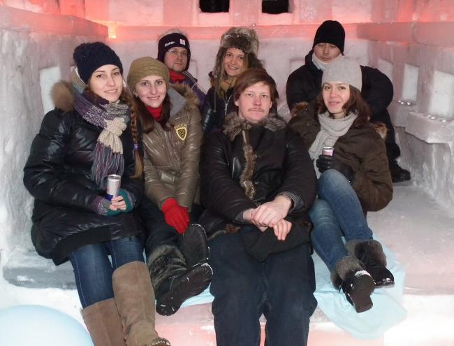 Ice hotel living space. Авторы внутри ледяной гостиницы. MOROZ city, Москва, 2012.