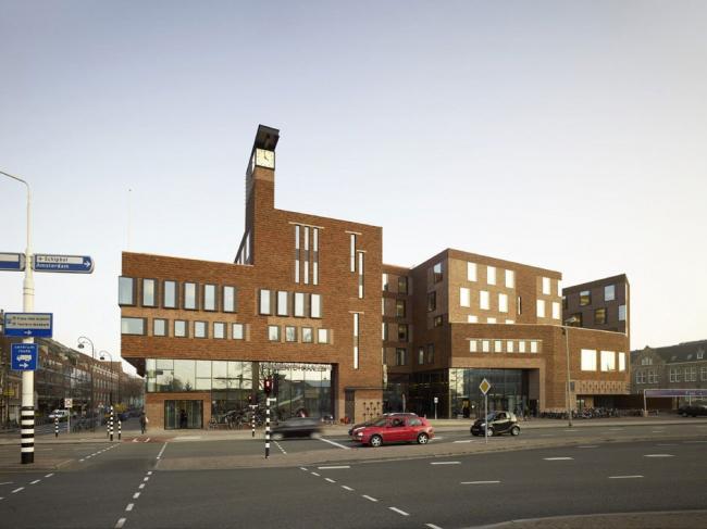 Комплекс Raakspoort - ратуша и кинотеатр © Christian Richters
