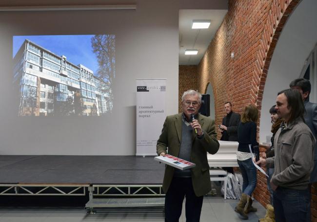 Диплом за Жилой дом в квартале между улицей Короленко и Горького («Замок») получает Василий Бандаков, НПО «АРХстрой».