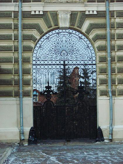 Ворота усадьбы Мальцева задумывались как триумфальная арка. Фото: Елена Семенова