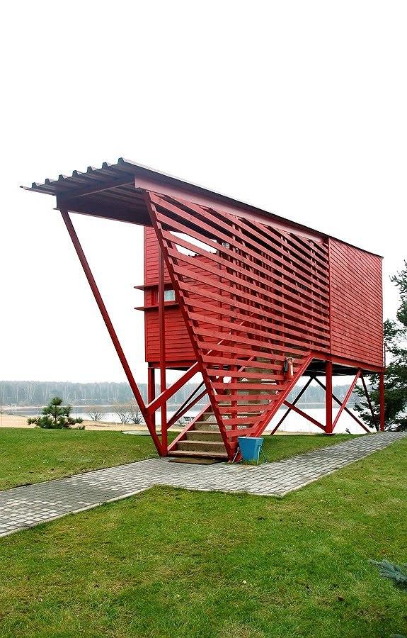 Красные гостевые домики. Курорт «ПИРогово». Фото Ильи Иванова