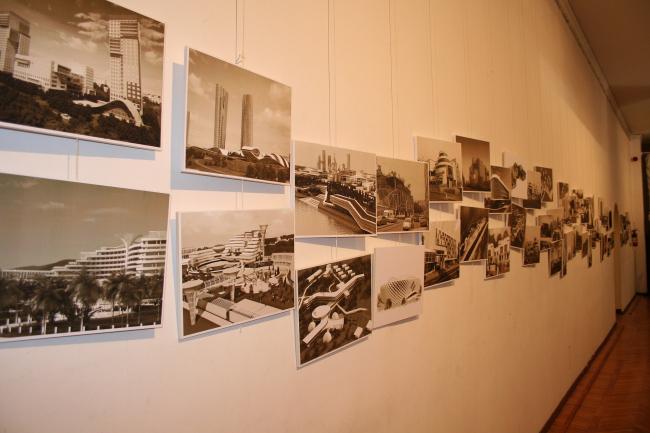 Продуктивный творческий путь архитектора иллюстрировала вереница черно-белых фотографий