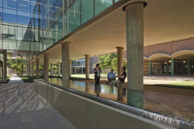Корпус факультета физики Брокман-холл университета Райса © Hester + Hardaway