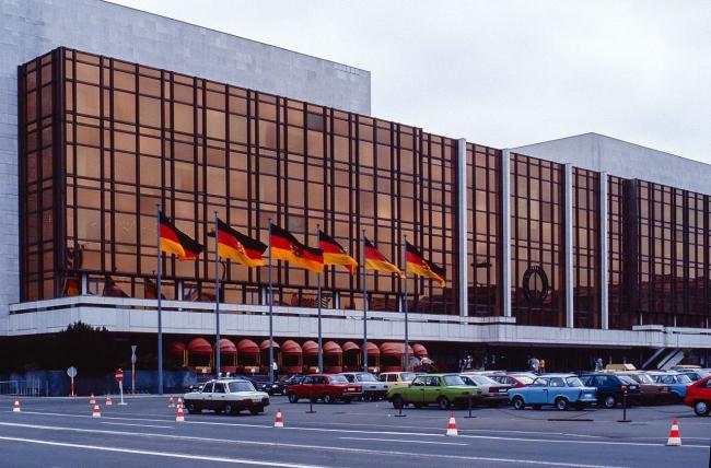Дворец Республики. Фото: Dietmar Rabich via Wikimedia Commons. Лицензия CC BY-SA 4.0