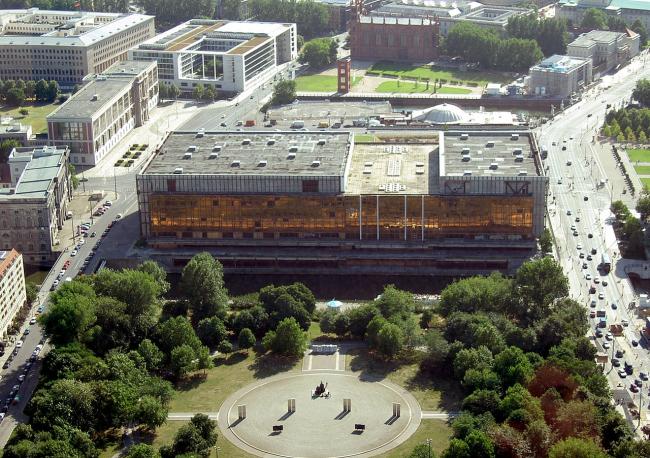 Дворец Республики. Фото: Denis Apel via Wikimedia Commons. Лицензия CC BY-SA 3.0 de