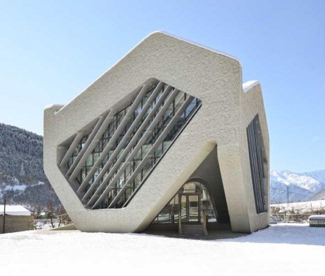Здание суда и общественный центр в Местиа. Фото Jesko M. Johnsson-Zahn, Beka Pkhakadze