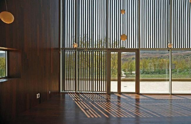 I место в номинации «Зеленые технологии», «Архитекторы»: VIRAI ARQUITECTOS (Испания), проект винодельни La Grajera. Поворот вертикальных жалюзи регулирует инсоляцию помещений.