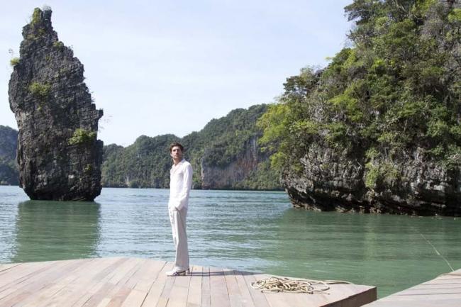 Плавучий кинотеатр Archipelago Cinema. Оле Шерен «на борту» своей постройки. Фото Film on the Rocks Yao Noi Foundation