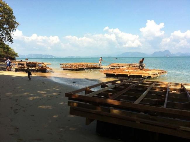 Плавучий кинотеатр Archipelago Cinema в процессе строительства. Фото Film on the Rocks Yao Noi Foundation