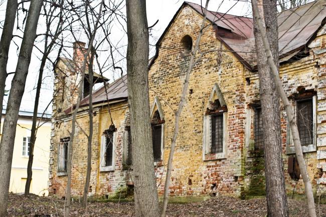 Дом Священнослужителя, он же Людская, он же Дом с башенкой. Фото Вадима Косина