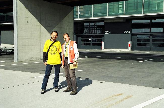 Депортация из Швейцарии. В аэропорту с полицейским