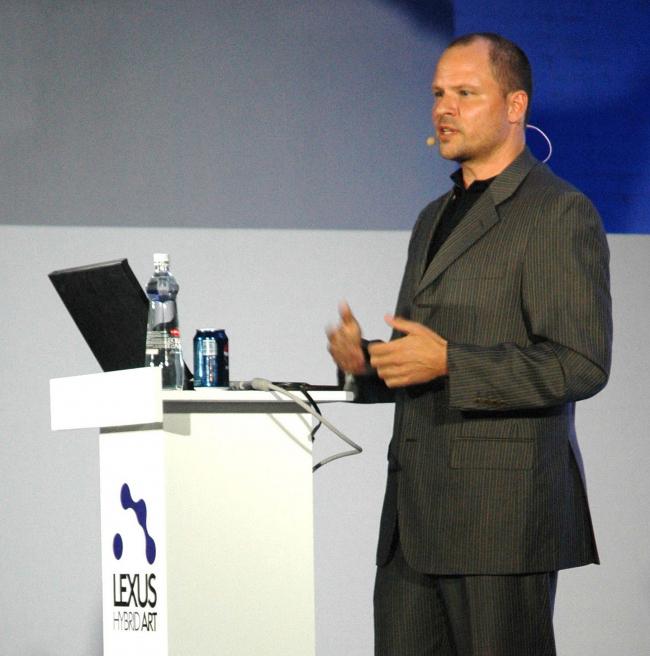 Крис Босс читает лекцию в Москве. Фотография Натальи Волковой