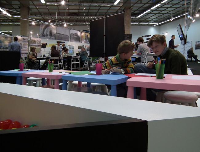 Экспозиция «Друзья Зарядья». Друзья детей. Там есть даже разноцветные шарики