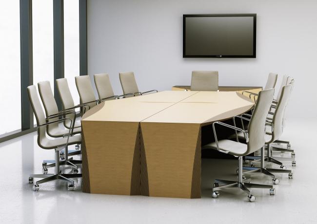 Отдельные столы ABD'Vise состыковываются по четыре, и получается стол для переговоров
