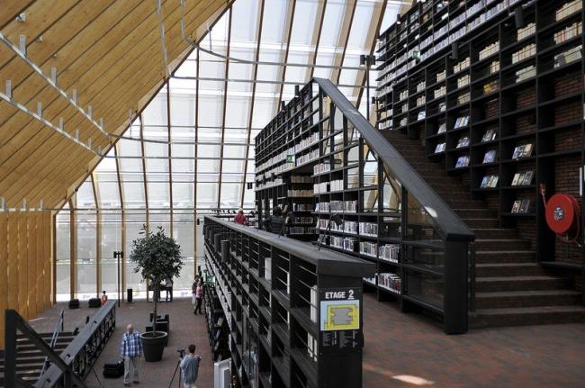 Библиотека Boekenberg в Спейкениссе © Jonas Klock