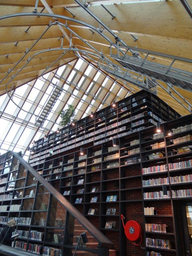 Библиотека Boekenberg в Спейкениссе © Esther Westerveld