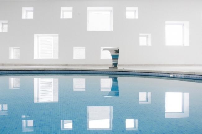 Отель Castell dels Hams. Крытый бассейн. Фото Laura Torres Roa, Antonio Benito Amengual