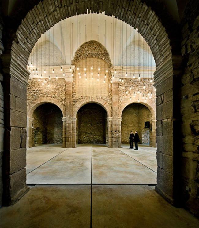 Аудитория в бывшей церкви монастыря Св. Франциска © Jordi Surroca
