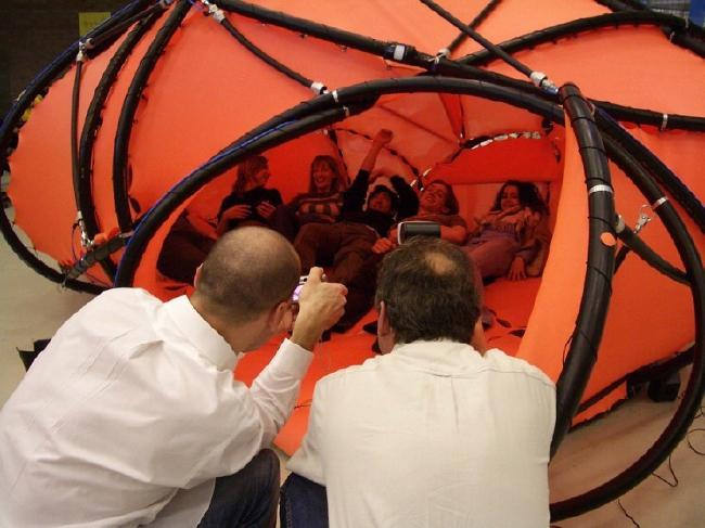 Кас Остерхуз и исследовательская группа Hyperbody, эксперименты с мускульной архитектурой: MuscleBody