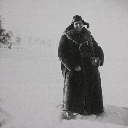 Эрнст Май (Ernst May) со своей стереофотокамерой в Советском Союзе. Фото: апрель 1931, flickr.com