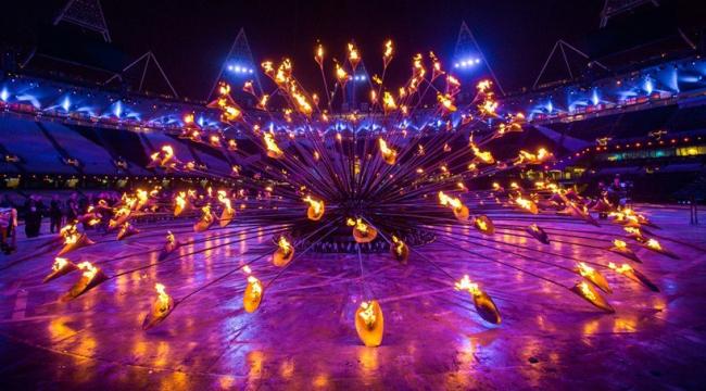 Чаша Олимпийского огня Игр-2012 в Лондоне. «Цветок» собирается воедино после того, как огонь зажжён. Фото © LOCOG