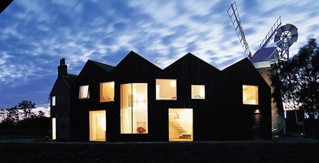 Дом Хансет-Милл ночью. © Acme