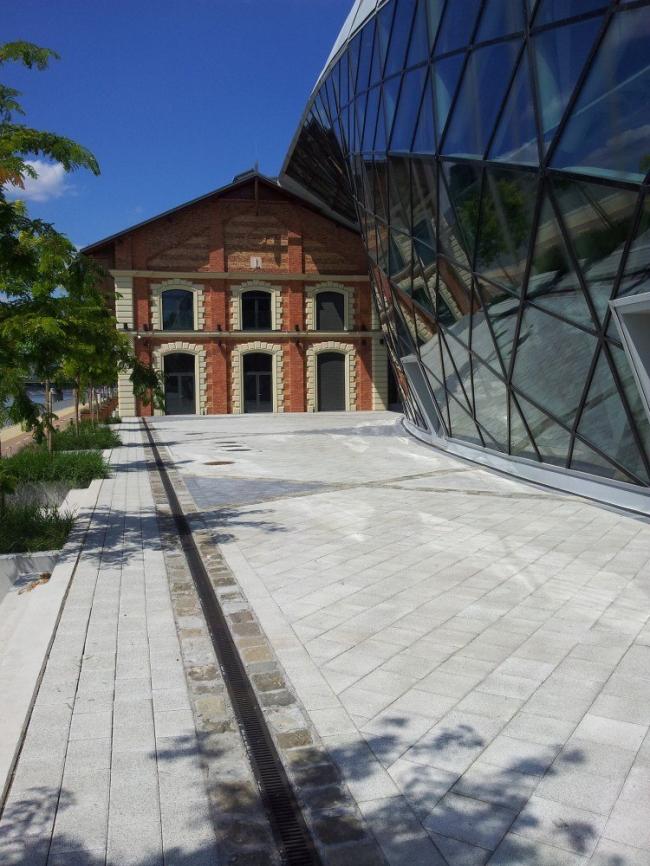 Здание CET © Romeodesign