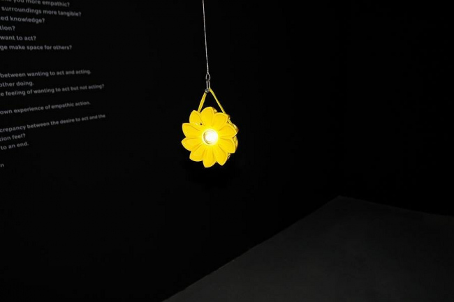 Олафур Эллиасон. Лампа на солнечных батарейках «Маленькое солнце»