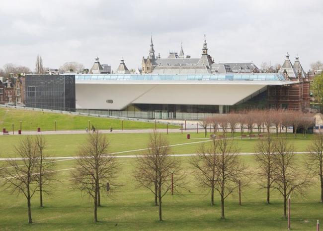 Музей Стеделейк - новое крыло © Ernst van Deursen