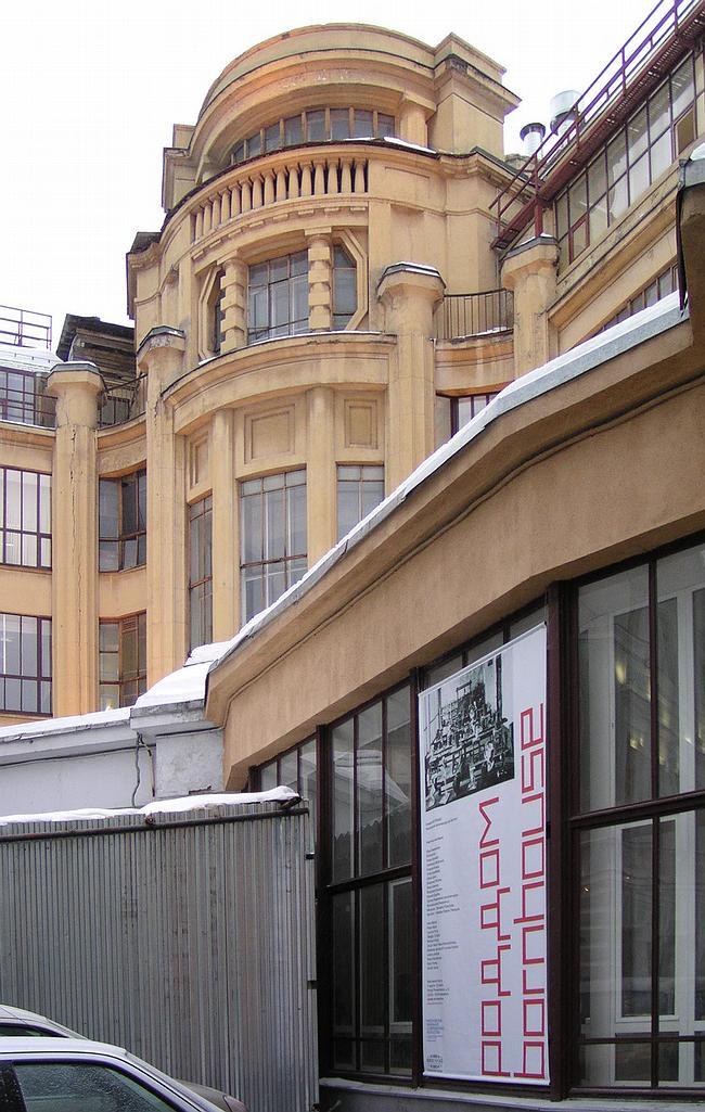 Корпус Строгановского училища, построенный А.Кузнецовым в 1913 году, в котором расположена галерея ВХУТЕМАС