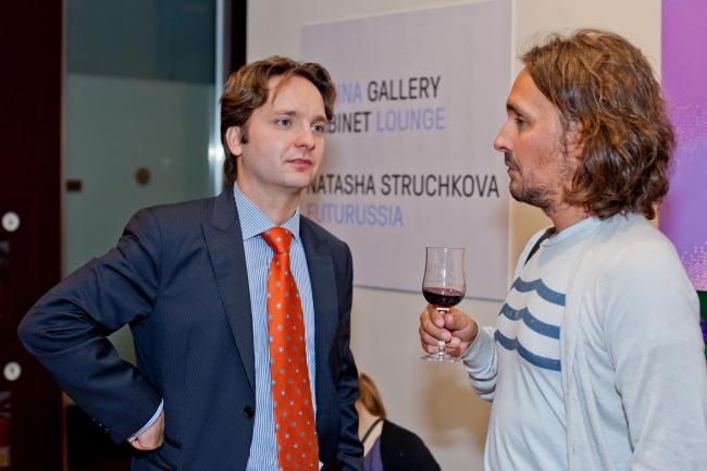 Денис Кувшинников (слева)