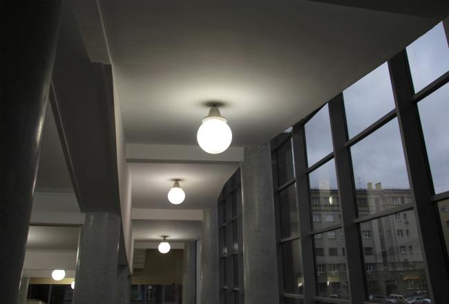 Светильники в вестибюле. Фотография Ю. Тарабариной
